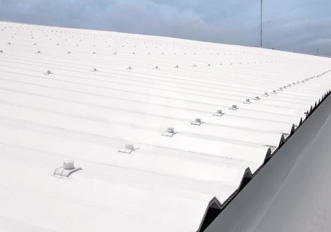 Alderon aplikasi proyek pada atap pusat perbelanjaan