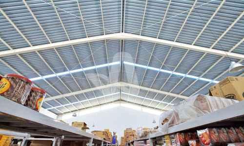 Atap anti panas atap alderon aplikasi proyek pada atap supermarket